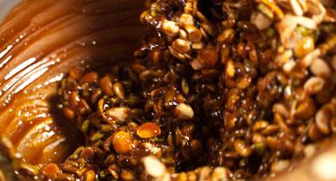 Il croccante durante l'impasto degli ingredienti
